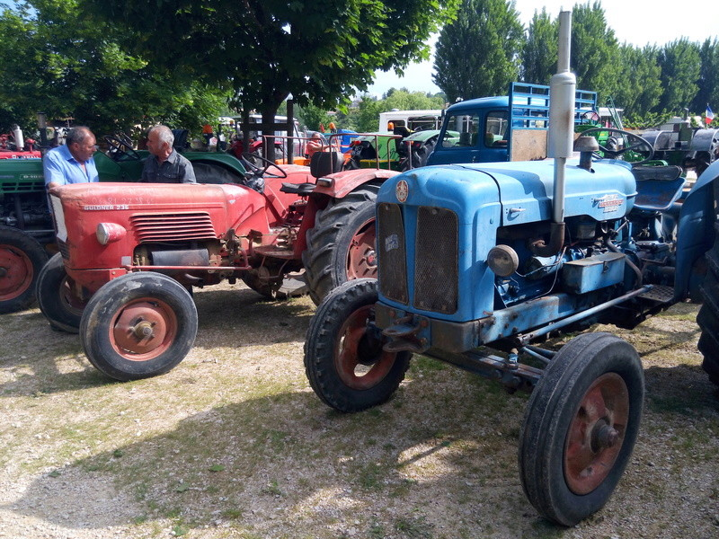 84 - MALAUCENE  Tracteurs, camions, autos, motos.... - Page 3 Img_2635