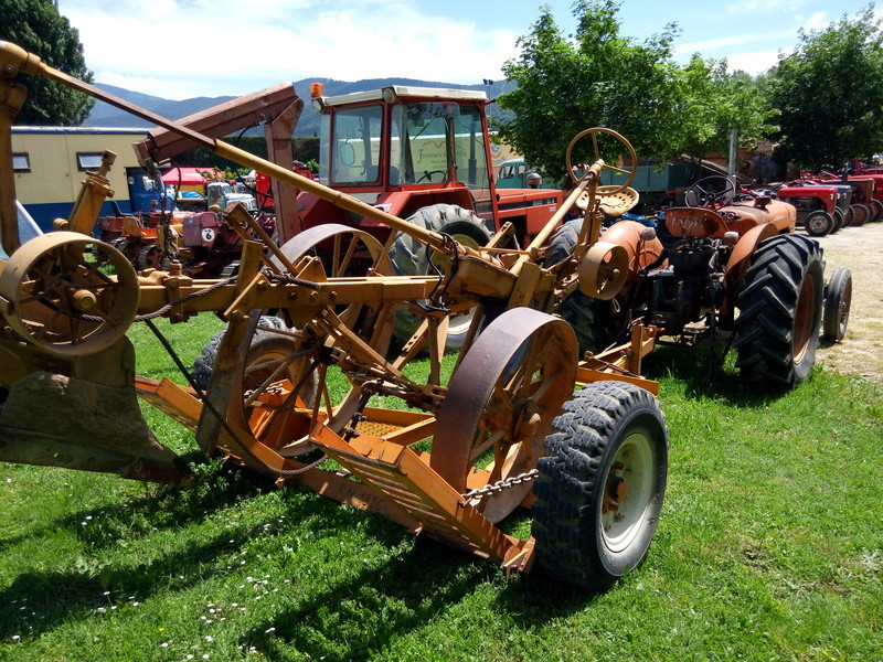 84 - MALAUCENE  Tracteurs, camions, autos, motos.... - Page 3 Img_2651