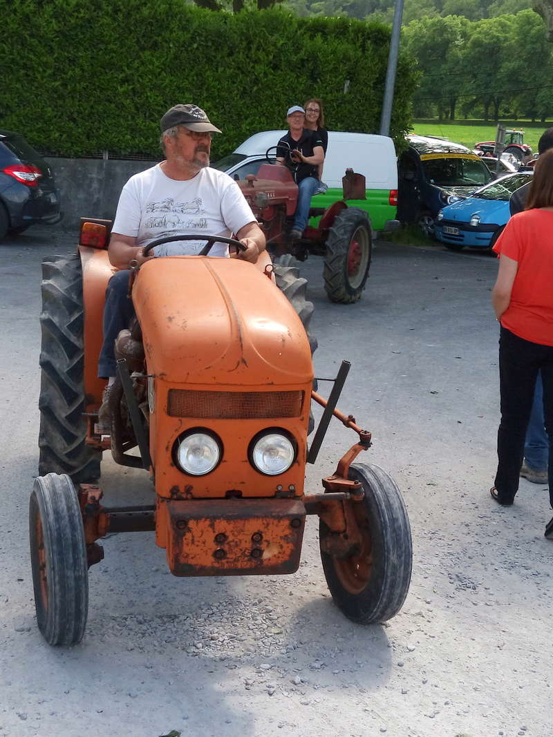 84 - MALAUCENE  Tracteurs, camions, autos, motos.... - Page 3 Img_2655