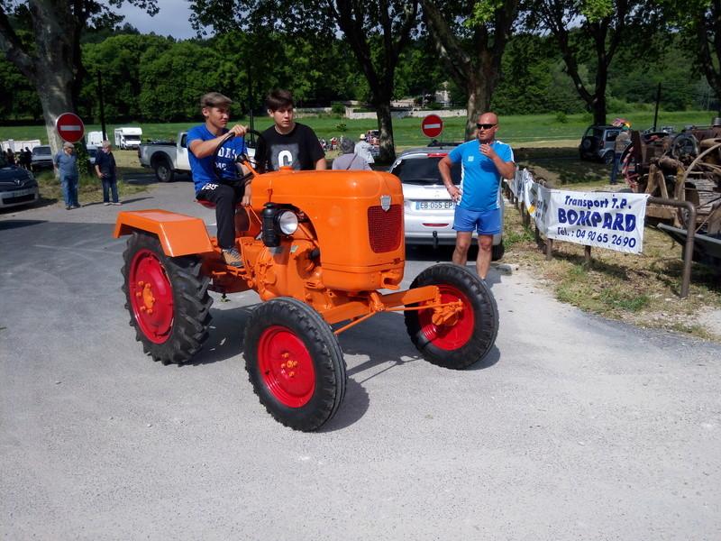84 - MALAUCENE  Tracteurs, camions, autos, motos.... - Page 3 Img_2658