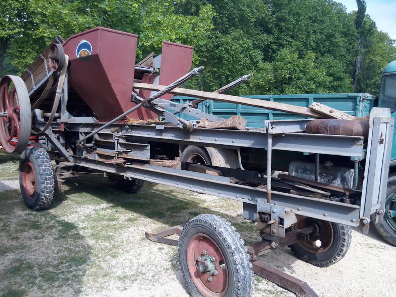 84 - MALAUCENE  Tracteurs, camions, autos, motos.... - Page 3 Img_2689