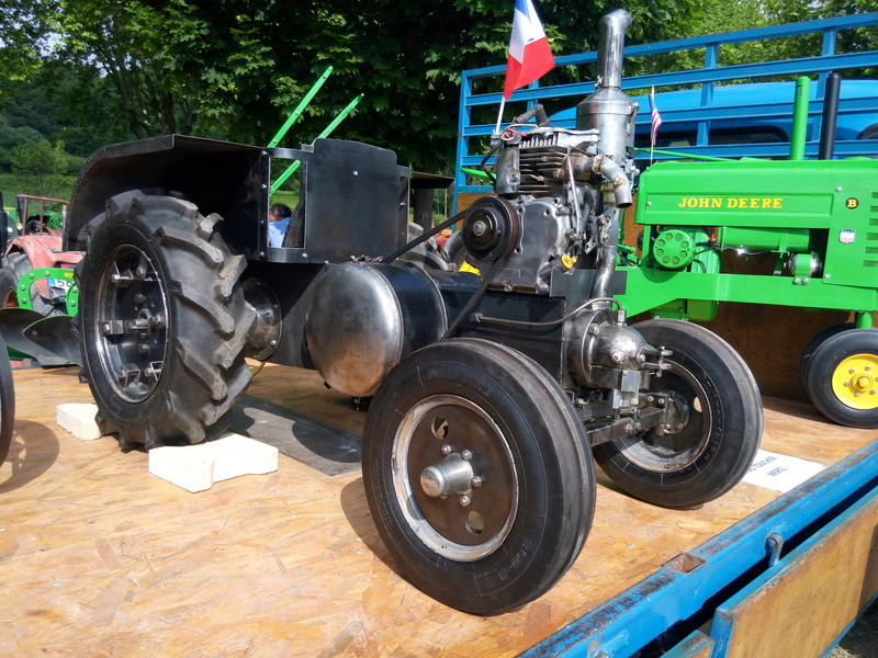 84 - MALAUCENE  Tracteurs, camions, autos, motos.... - Page 3 Img_2693
