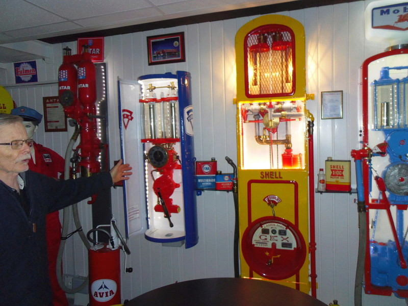 un petit Musée privé sur le thème des vieilles pompes à essence Imgp0720