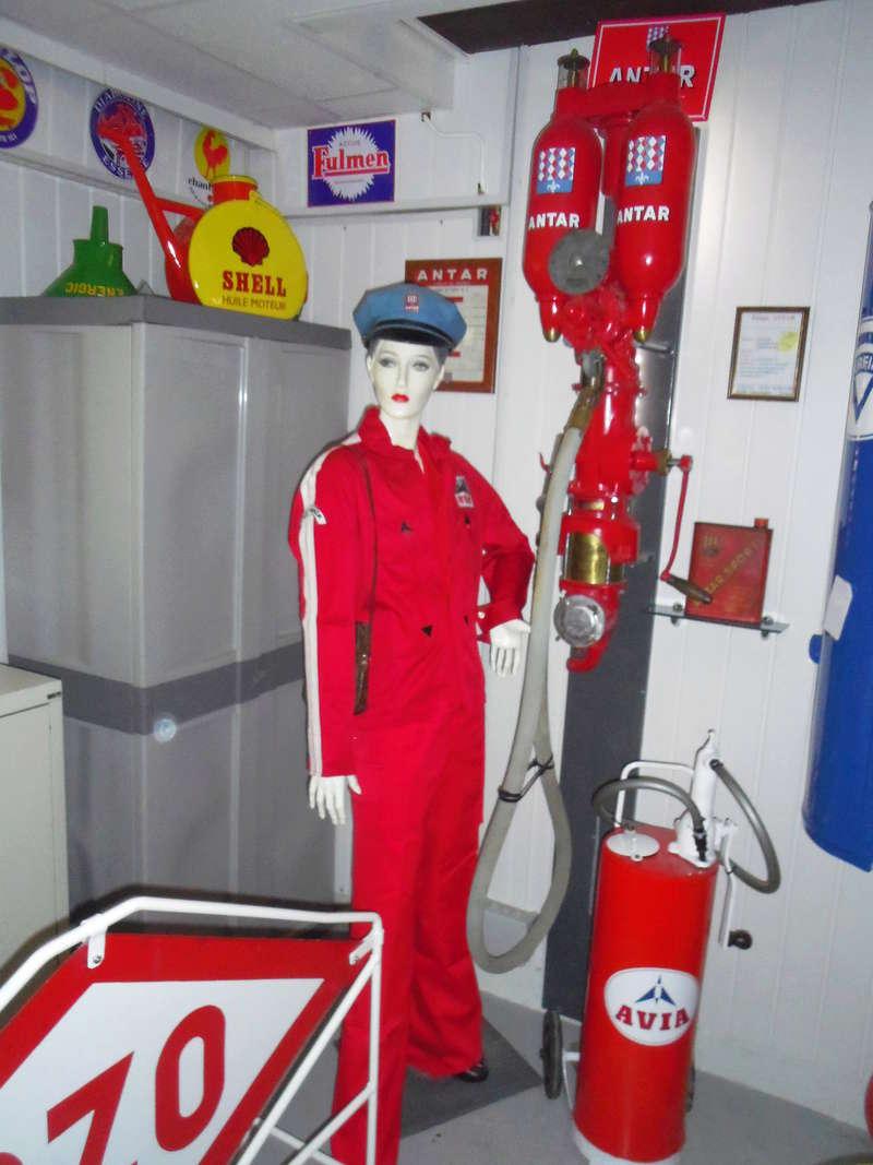 un petit Musée privé sur le thème des vieilles pompes à essence Imgp0721