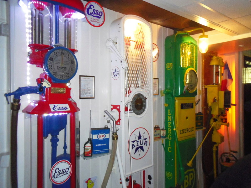 un petit Musée privé sur le thème des vieilles pompes à essence Imgp0723