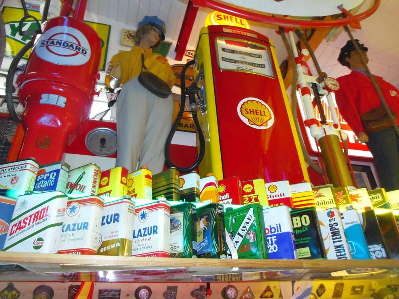un petit Musée privé sur le thème des vieilles pompes à essence Imgp0726