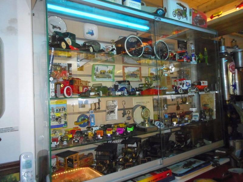 un petit Musée privé sur le thème des vieilles pompes à essence Imgp0729