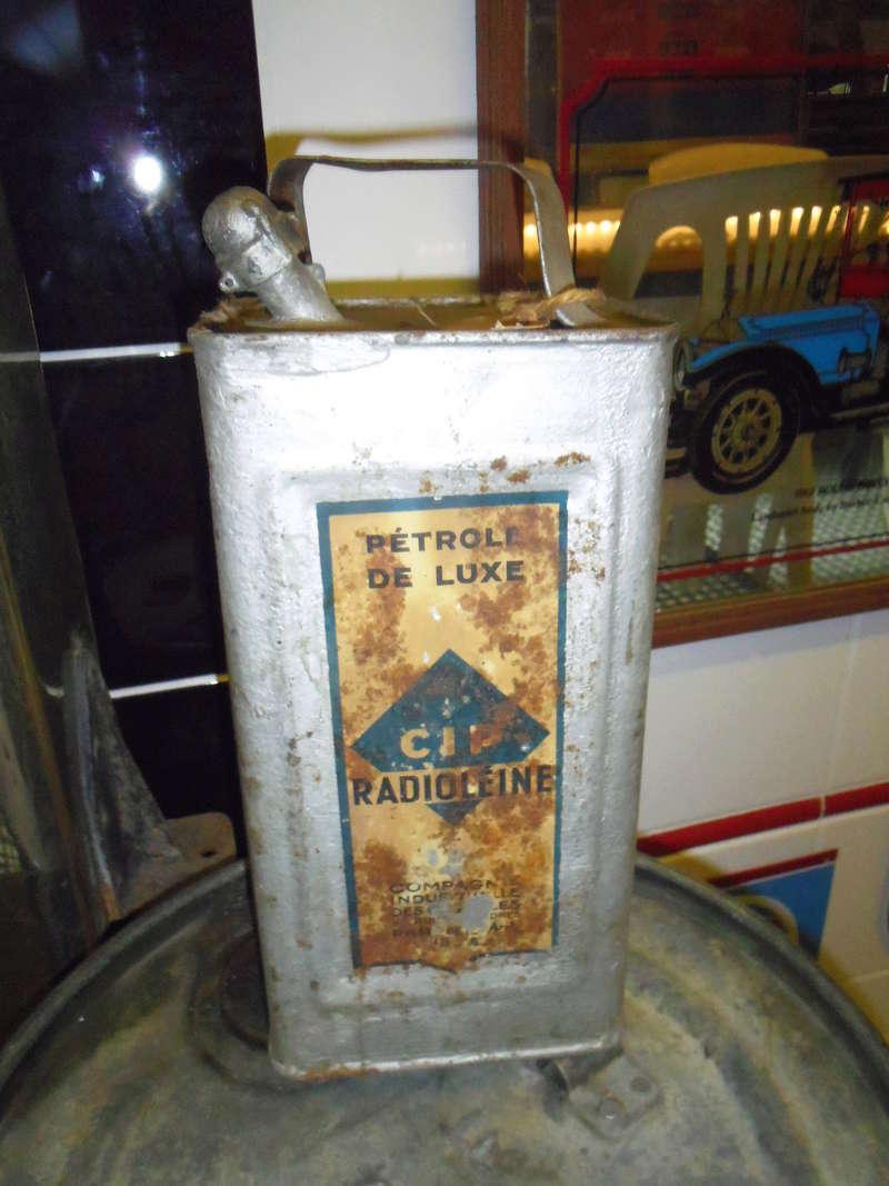 un petit Musée privé sur le thème des vieilles pompes à essence Imgp0731