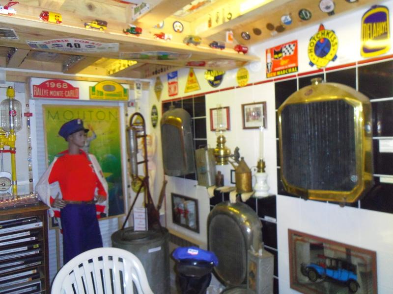 un petit Musée privé sur le thème des vieilles pompes à essence Imgp0732