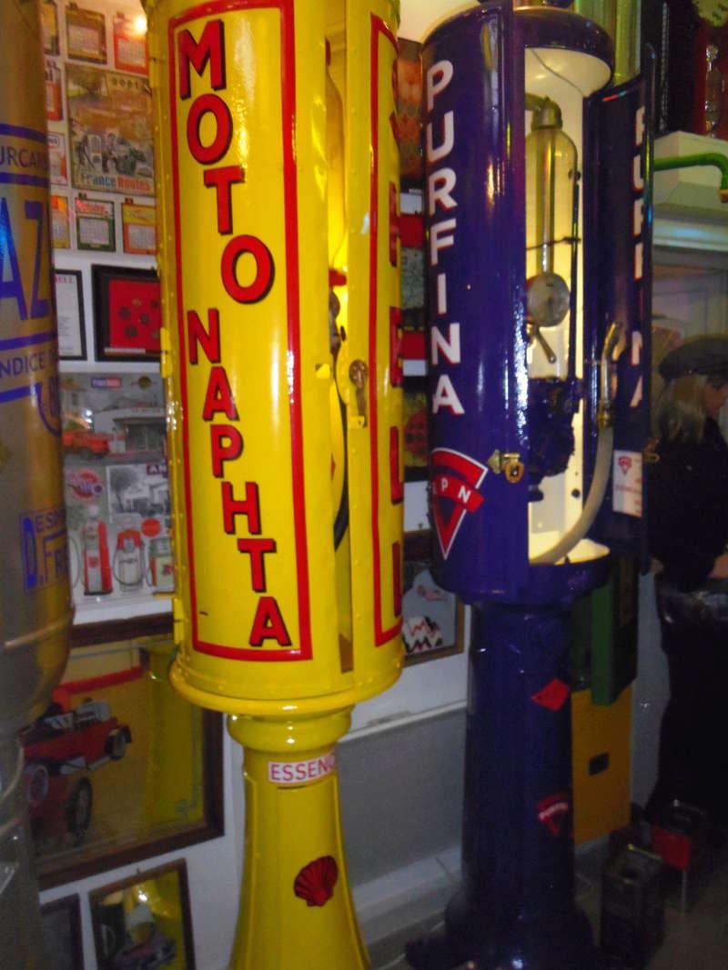 un petit Musée privé sur le thème des vieilles pompes à essence Imgp0741