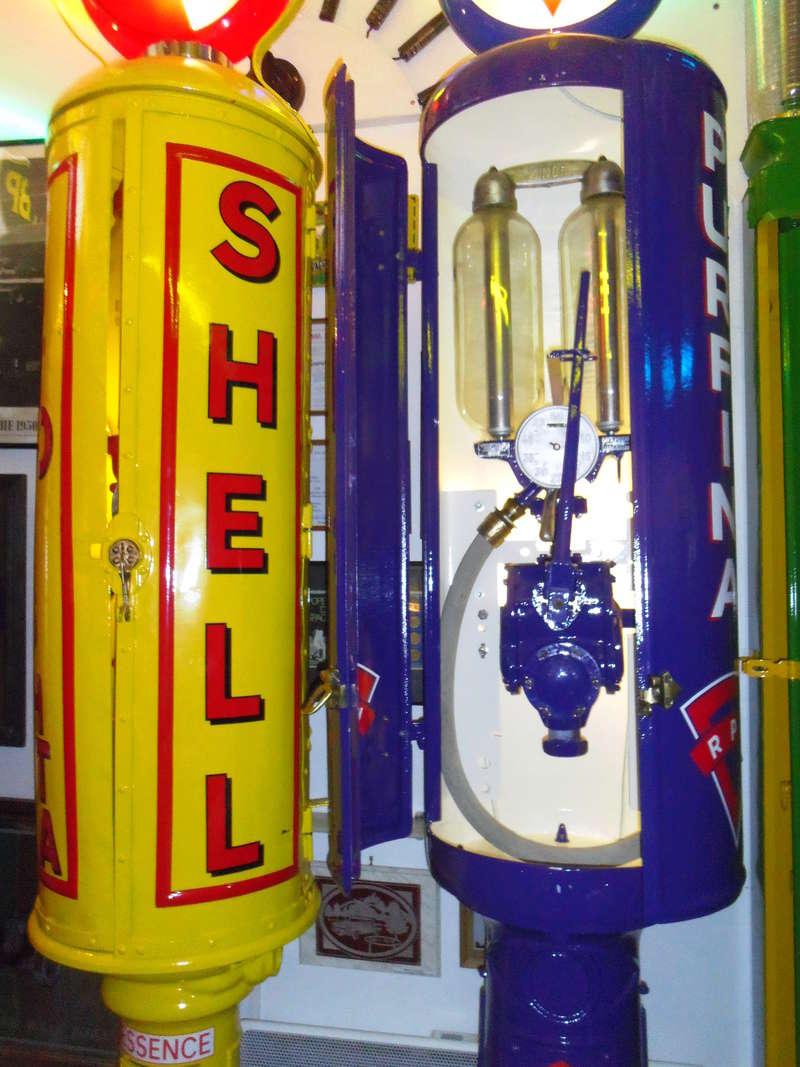 un petit Musée privé sur le thème des vieilles pompes à essence Imgp0744