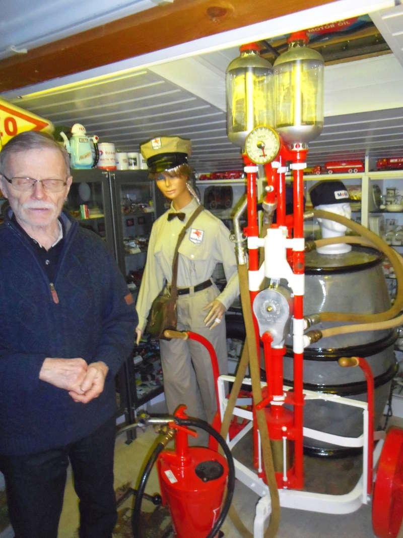 un petit Musée privé sur le thème des vieilles pompes à essence Imgp0754
