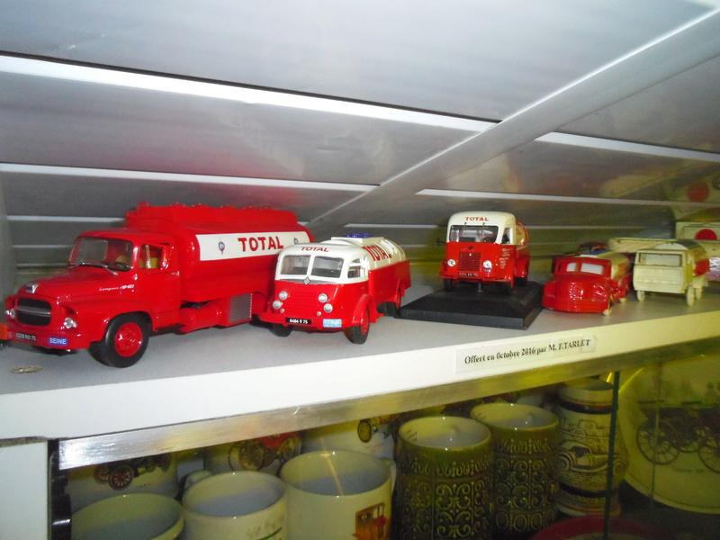un petit Musée privé sur le thème des vieilles pompes à essence Imgp0755