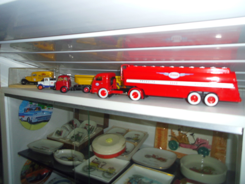 un petit Musée privé sur le thème des vieilles pompes à essence Imgp0756