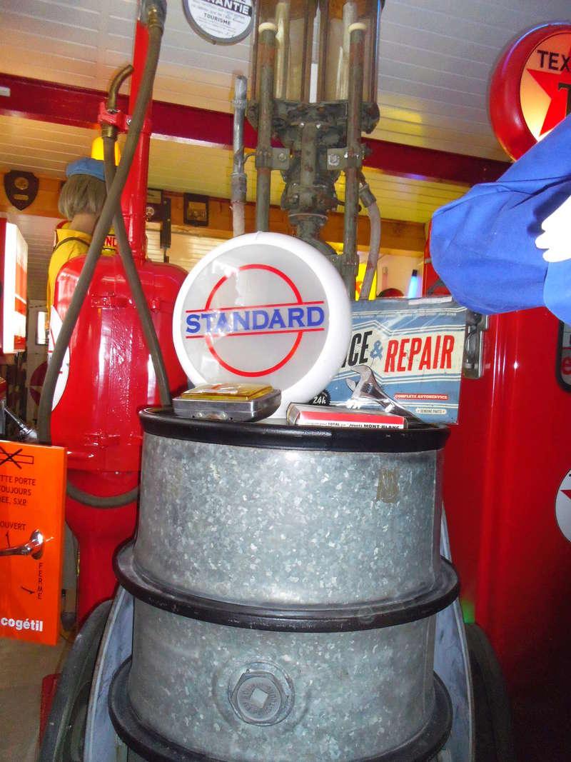 un petit Musée privé sur le thème des vieilles pompes à essence Imgp0759