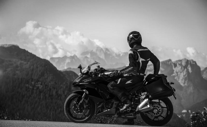 « L'esprit motard c'est ce lien qui nous unit tous. » w/ Clive R. Crowley Kawasa10
