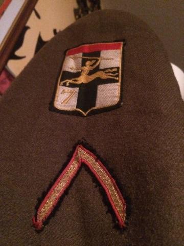 Identification uniforme Français? + outil 24133711