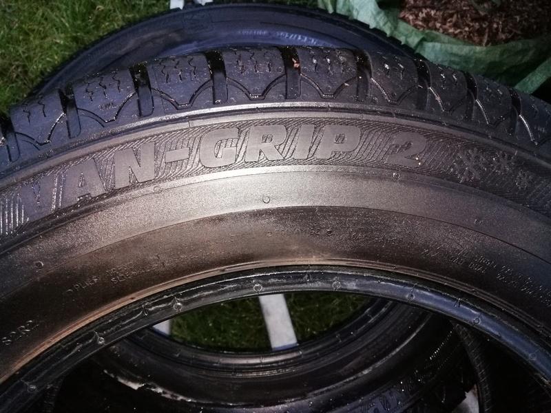 Vends deux pneus neige van grip 2  Img_2010
