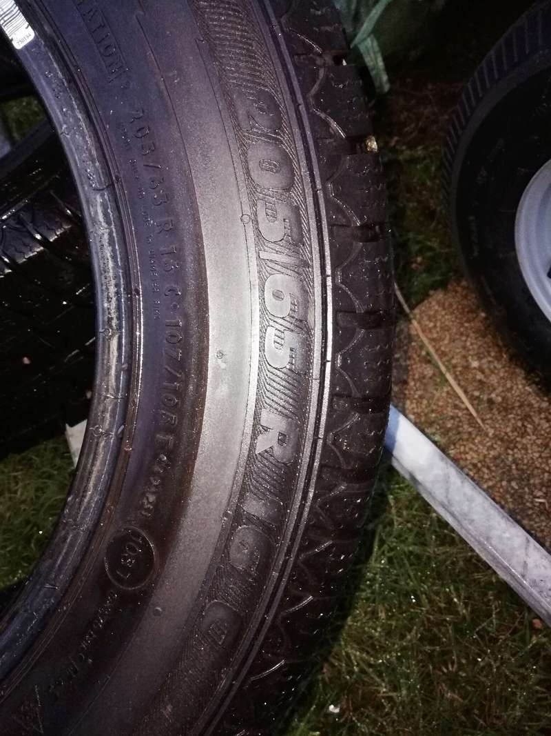Vends deux pneus neige van grip 2  Img_2013