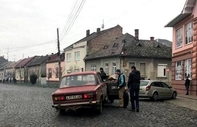 """В Мукачево """"ВАЗ"""" влетел в повозку с конем (ФОТО) 27399710"""