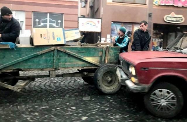 """В Мукачево """"ВАЗ"""" влетел в повозку с конем (ФОТО) 27399712"""