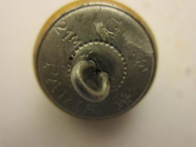 Voila un jolie bouton dorè Img_5414