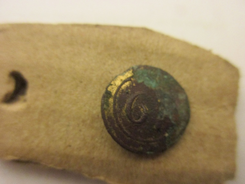 Petit bouton dorè ( le N°61 ) Empire ouancien régime d'infanterie ? Img_5772