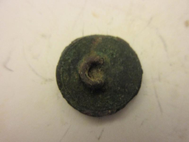 Petit bouton dorè ( le N°61 ) Empire ouancien régime d'infanterie ? Img_5773