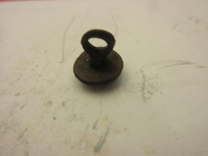 Petit bouton typique XVII° pour pourpoint... Img_5864