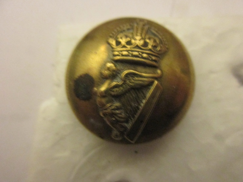 Un autre bouton du Queen's Royal Hussars Img_6024