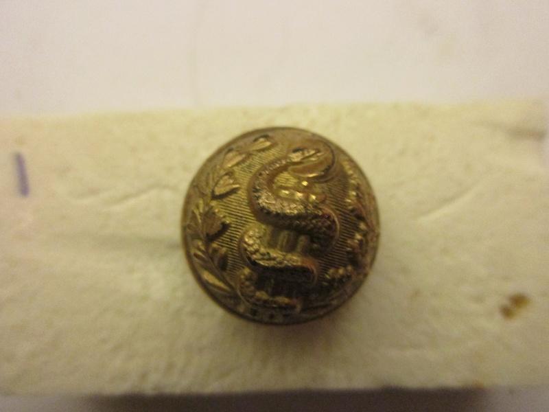 Bouton  trés bombè  d'officier de santée 1890/1900 Img_6043