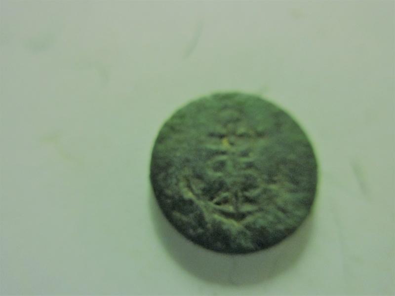 Un tout petit bouton avec une ancre Img_6129