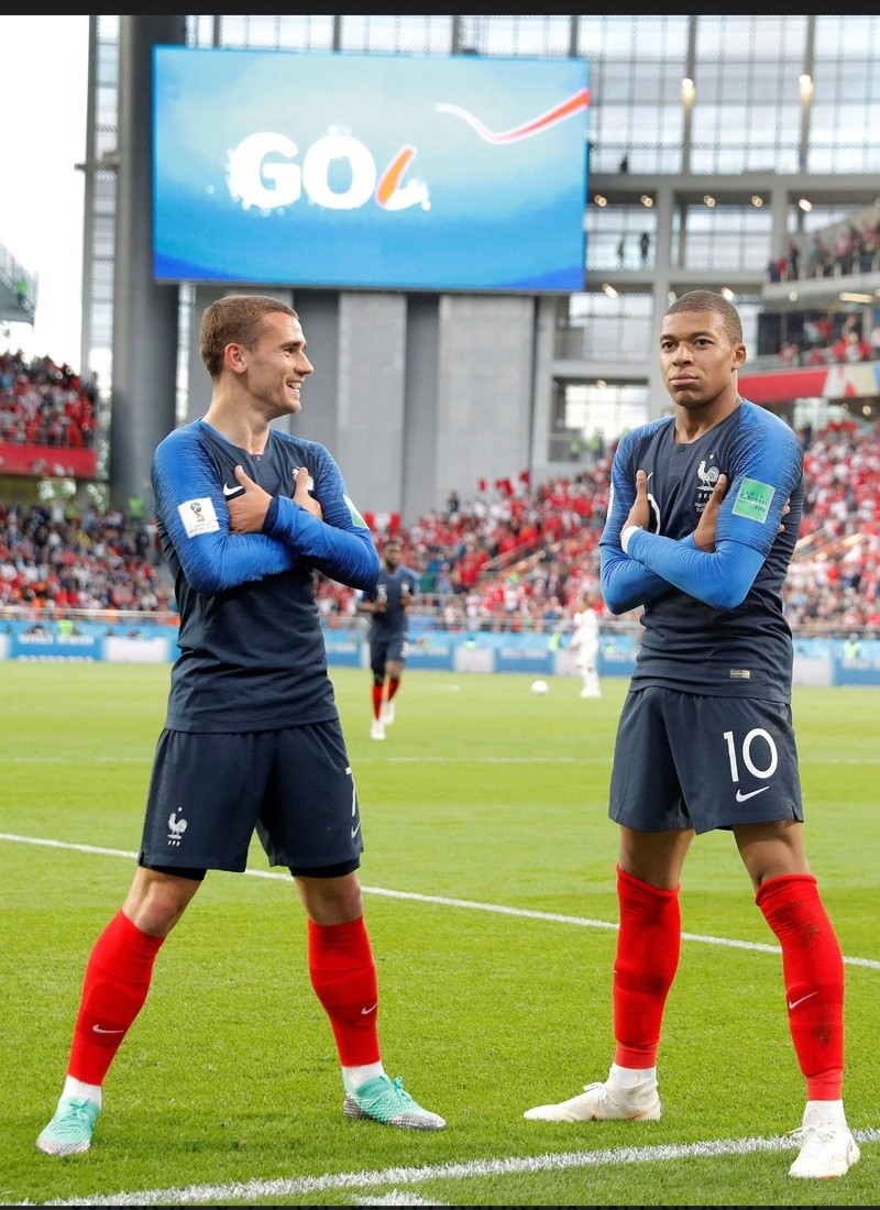 ¿Cuánto mide Kylian Mbappé? - Real height Screen10