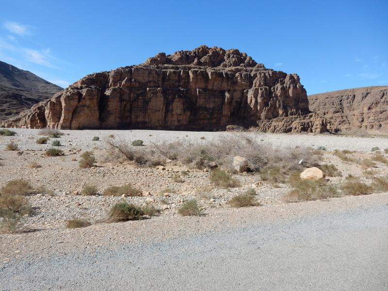 [Carburant, Routes, Police]  Nouvelle route de Tafraoute à Âit-Herbi sur la N 12  2310