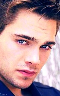 Dylan Sprayberry  - Page 2 Liamva24