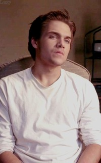 Dylan Sprayberry  - Page 2 Vavali34