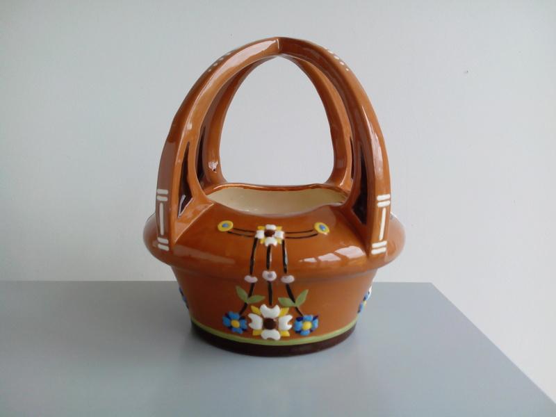 Basket-like brown glazed terracotta bowl thingummy Img_2026