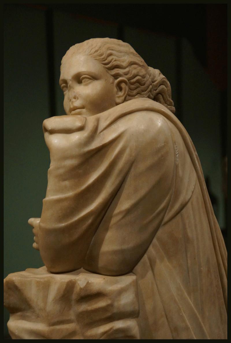 Polymnie et le drapé antique 001114
