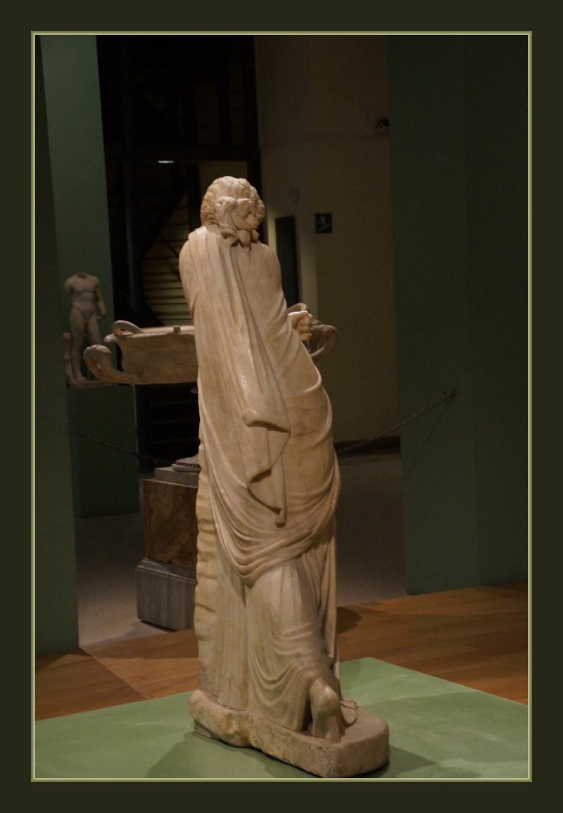 Polymnie et le drapé antique 00257