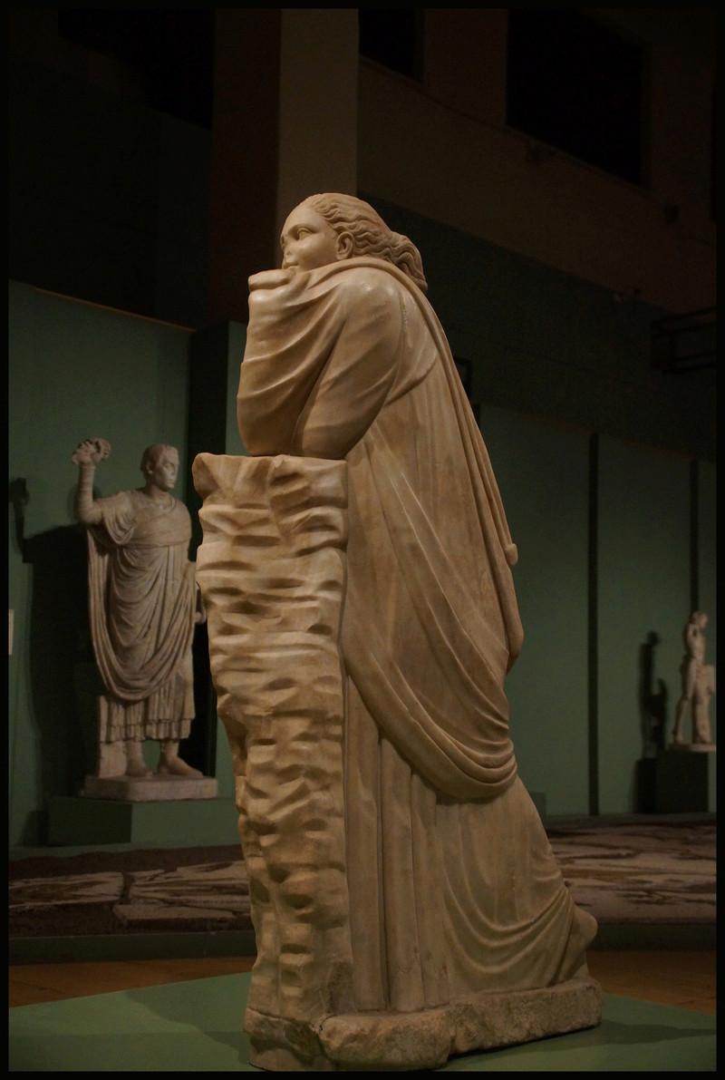 Polymnie et le drapé antique 00440