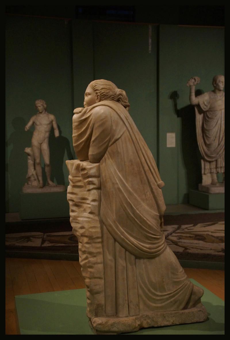 Polymnie et le drapé antique 00830