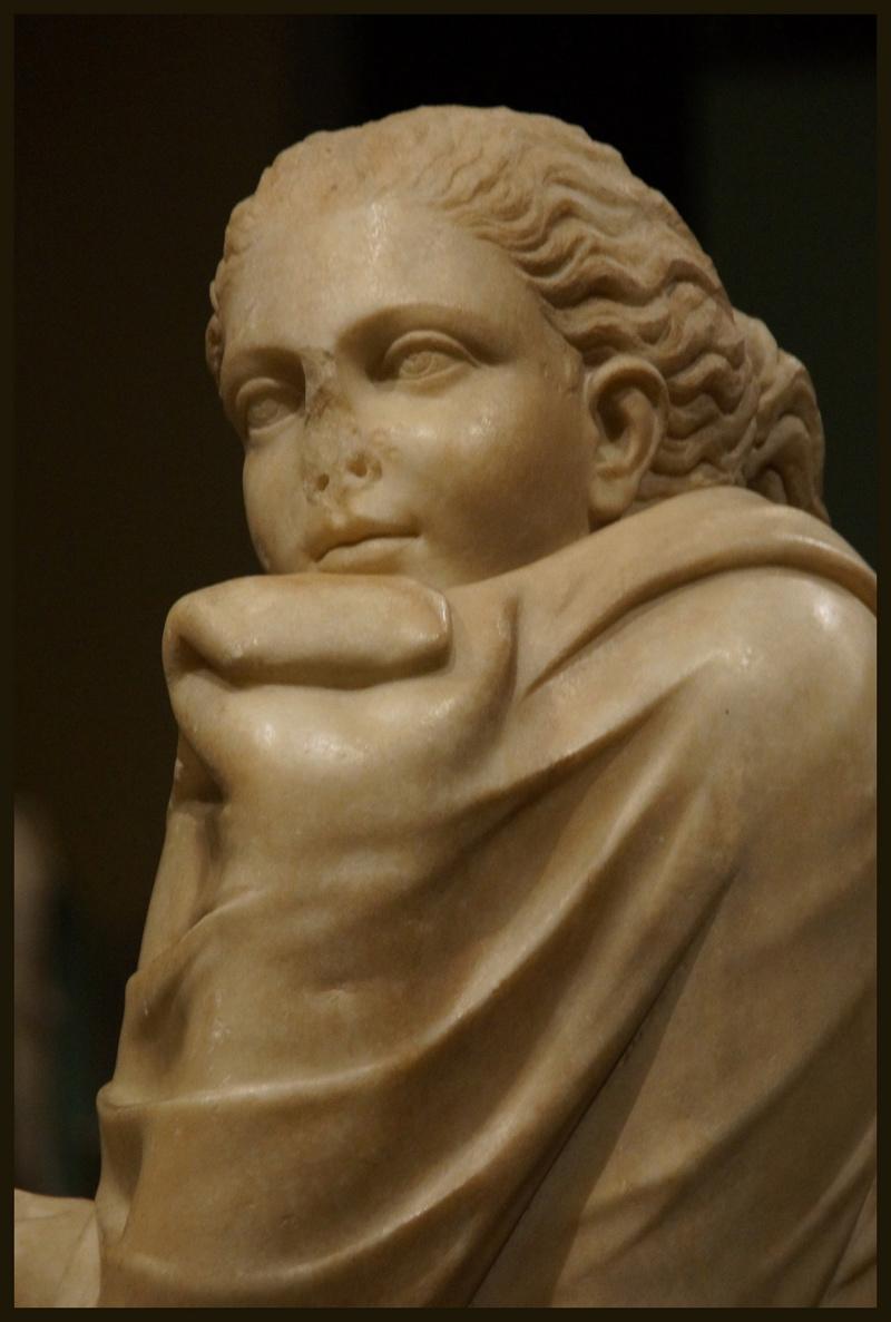 Polymnie et le drapé antique 00928