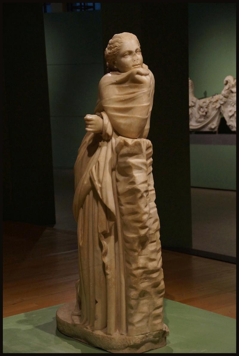 Polymnie et le drapé antique 01027