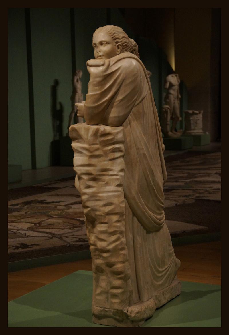Polymnie et le drapé antique 01125