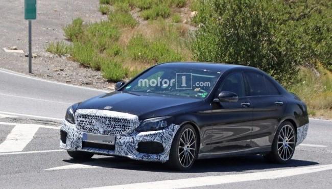 Mercedes-Benz Classe C renovado estreia em março Merced12
