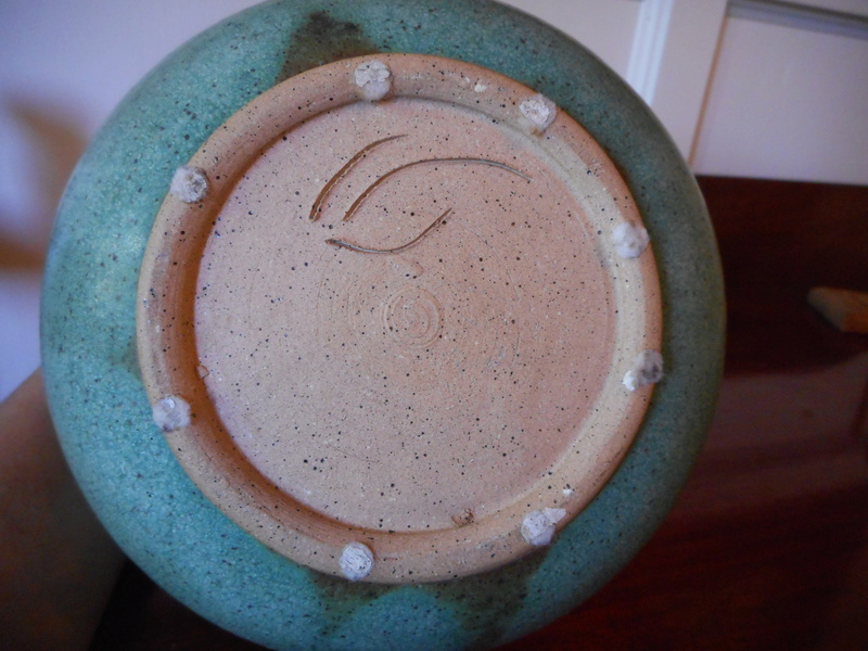 Need help IDing this stoneware vase with 3 lines as the mark or signature Dscn5316