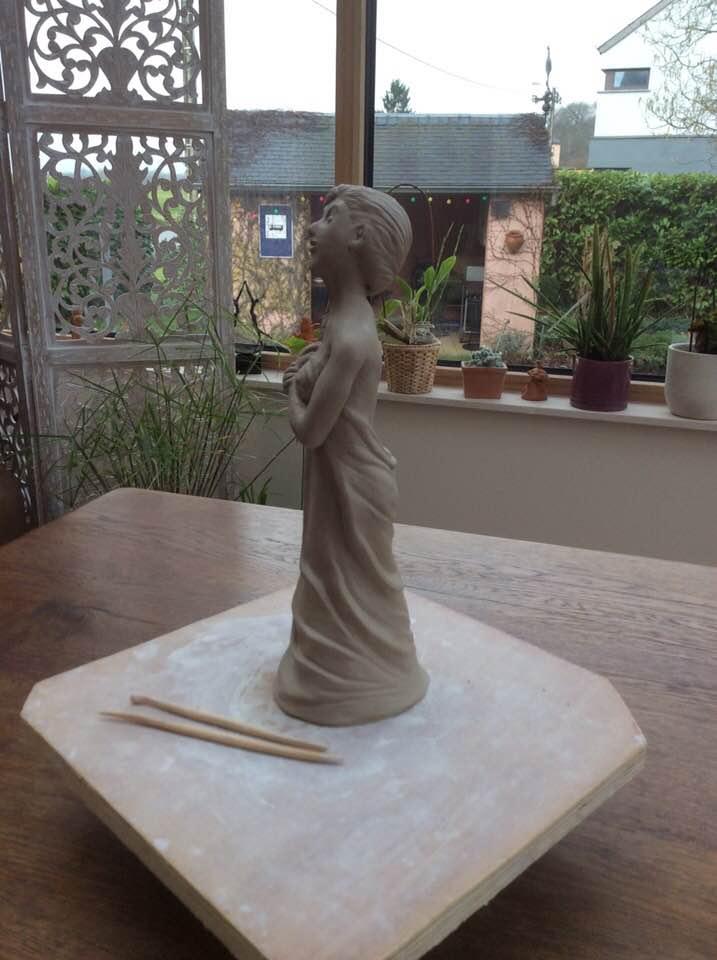 Deuxième grande sculpture de 28 cm. Chamotte 25% 28_cm10