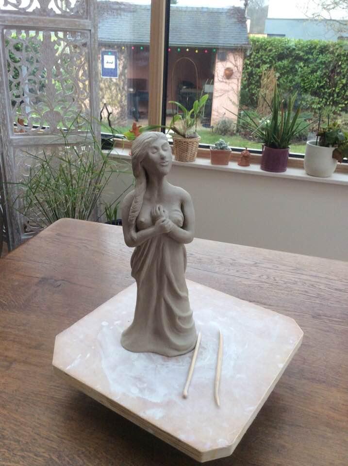 Deuxième grande sculpture de 28 cm. Chamotte 25% 28_cm_10