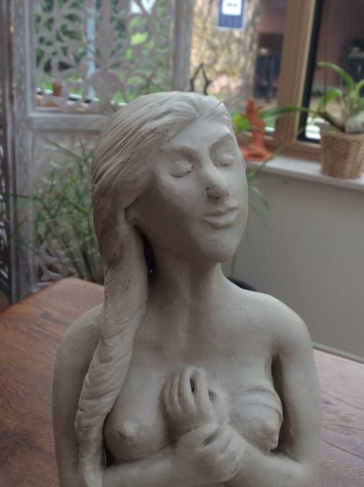 Deuxième grande sculpture de 28 cm. Chamotte 25% 28_cm_11