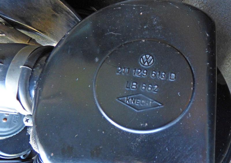 Filtre à air à bain d'huile kg 68 : ou va ce fil de rappel ? P1140411